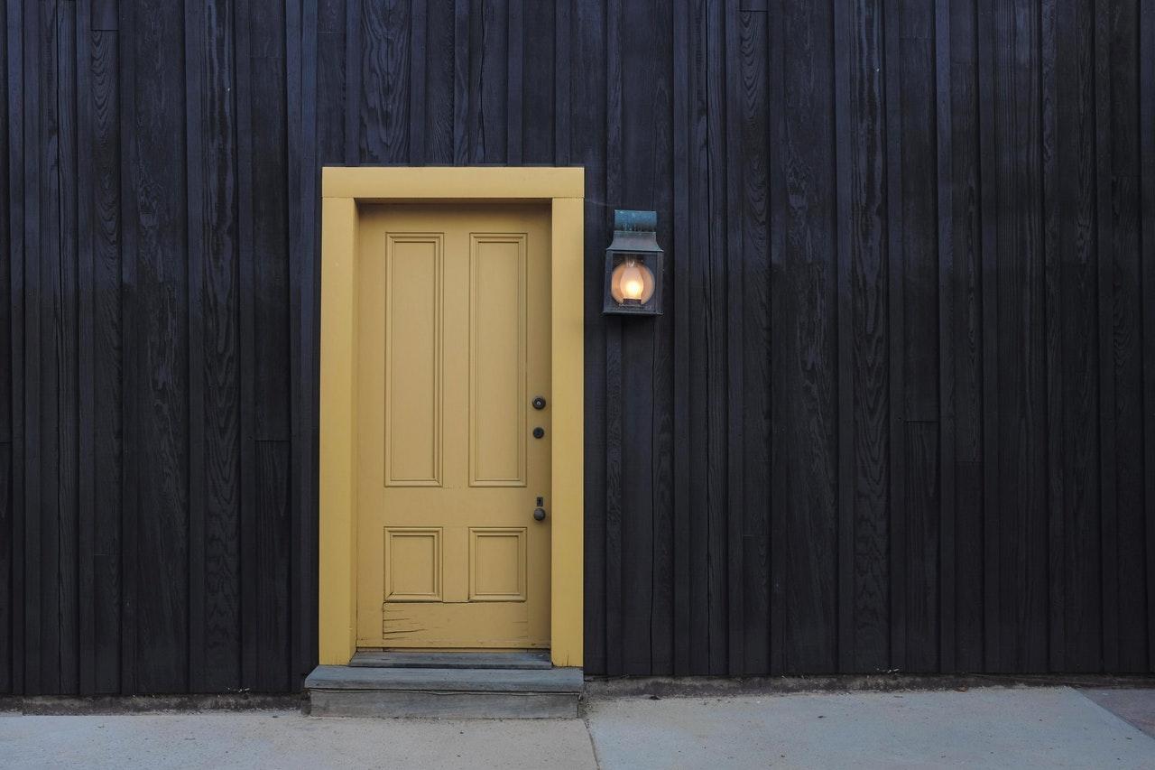 rodzaje drzwi drewnianych