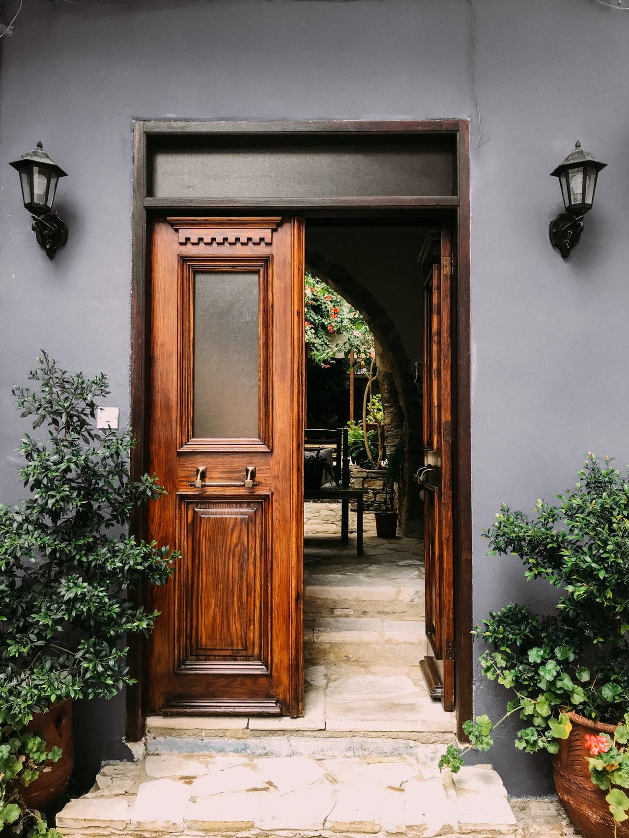 zakup drzwi do domu