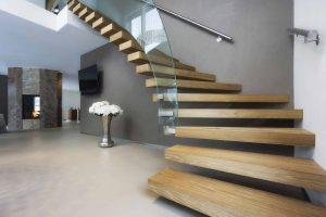spiralne schody drewniane