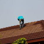 Malowanie dachu – czy warto zrobić to samemu?