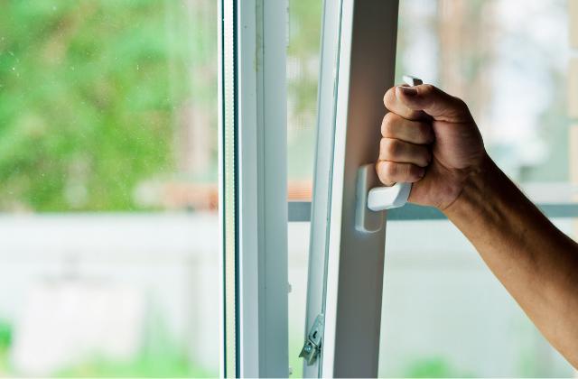 Salon z oknami - Op Invest - Okna Drzwi Rolety Bramy